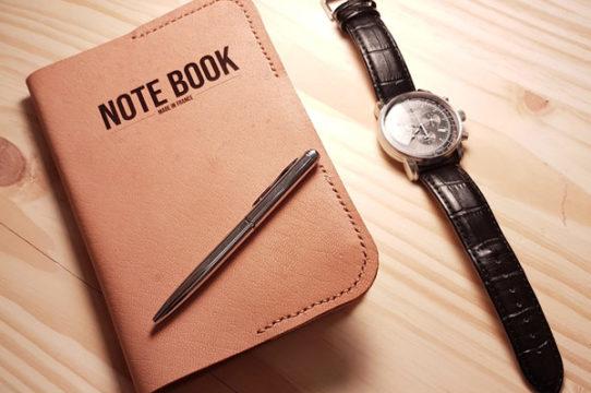 Pochette en cuir pour note book avec style et montre Zepplin à quartz