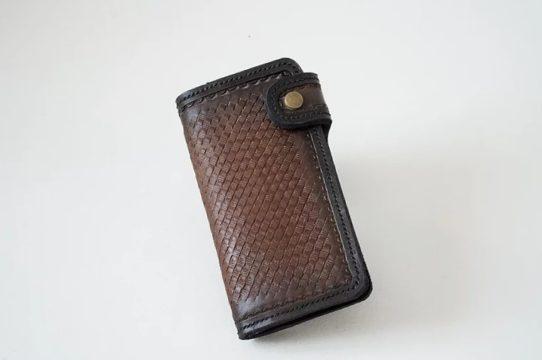 Porte feuille de biker en cuir gravé à la main de couleur marron et noir